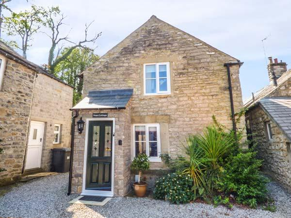 HOPE COTTAGE, en-suite, woodburning stove, enclosed garden, parking, in Castleton Ref 928194 - Image 1 - Castleton - rentals