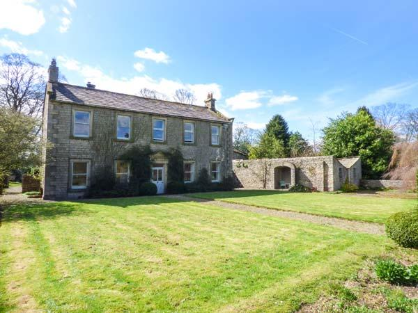 FLANDERS HALL, detached, woodburners and open fire, pet-friendly, lawned garden, WiFi, in West Burton, Ref 928840 - Image 1 - West Burton - rentals