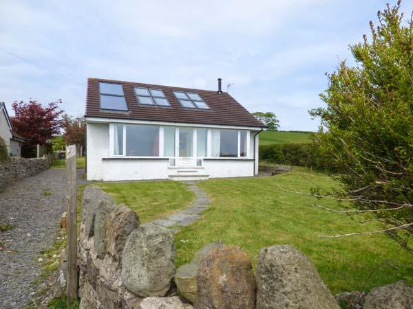 BAY VIEW COTTAGE, detached, woodburner, WiFi, lawned garden, great base for exploring the area, Flookburgh, Cartmel, Ref 931858 - Image 1 - Cartmel - rentals