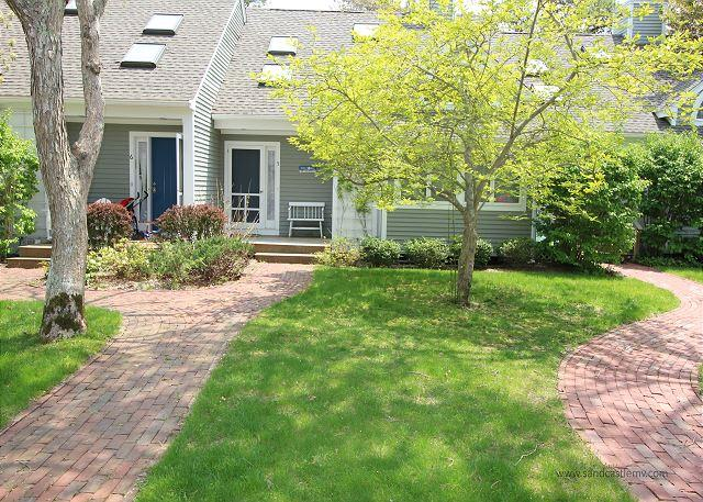 Bright and airy Edgartown home - Image 1 - Edgartown - rentals