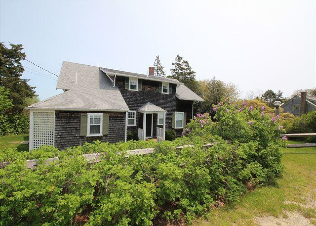 EASY SUMMER STROLLS INTO TOWN FOR COOLING SUMMER FARE! - Image 1 - Edgartown - rentals