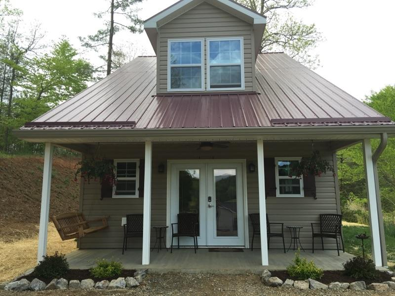Paradise Cove is a new upscale Cottage. Views! Hot Tub, Fire-Pit. Just 15 Minutes to Asheville NC - New Cottage close to Asheville. Views, Hot Tub - Weaverville - rentals