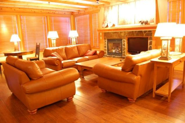 Beautiful alpine-cabin charm - Big White Copper Kettle 3 Bedroom Premium Condo with Hot Tub - Big White - rentals