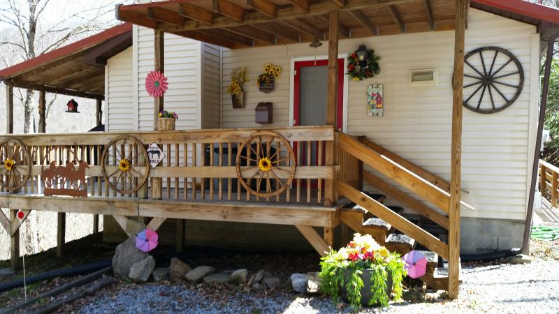 Spring at cabin unplugged! - Cabin Unplugged - Maggie Valley - rentals