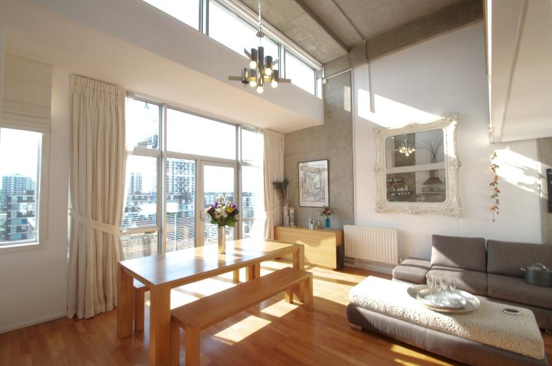 A modern 2-bed penthouse overlooking Regent's Canal. - Image 1 - London - rentals