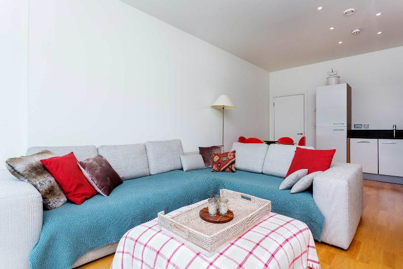 A light and modern apartment in Arsenal. - Image 1 - London - rentals