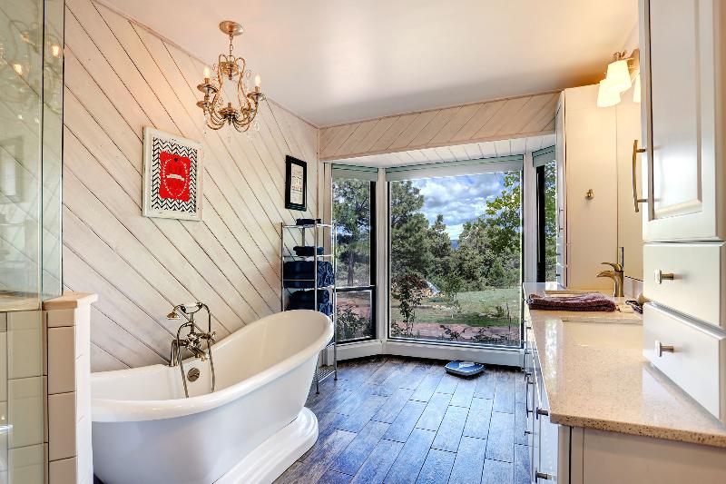 Master Bath with Soaker Tub and picture windows - Hot Tub, Play Set, 20 Minutes to SF! - Santa Fe - rentals