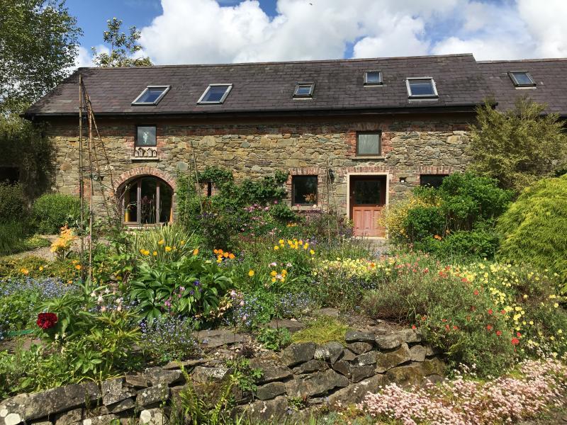 The Coach House in May - Elegant Garden Flat in picturesque sunny village. - Gorey - rentals