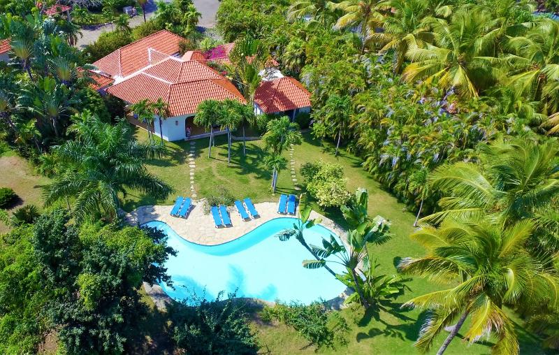 Spectacular villa with large private pool and secluded lawned garden, only 2 mins' walk to beach - SUMMER SALE - The White House, Sea Horse Ranch!! - Cabarete - rentals
