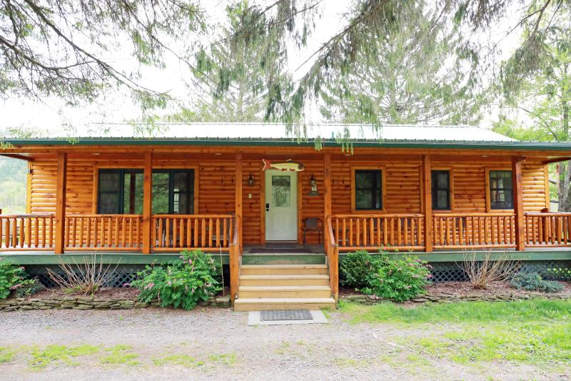Front of cabin - The Red House River Cabin - Deposit - rentals