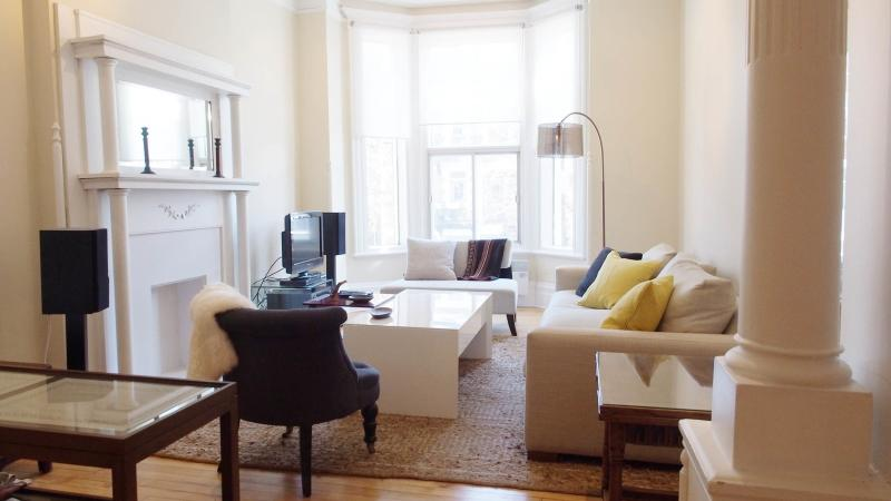 Living/Dining Room - Charming Short Term Apartment In Mile End/plateau - Montreal - rentals