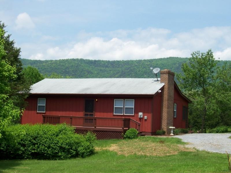 River front cabin with beautiful mountain views - Bear Bluff cabin on the Shenandoah River - Rileyville - rentals