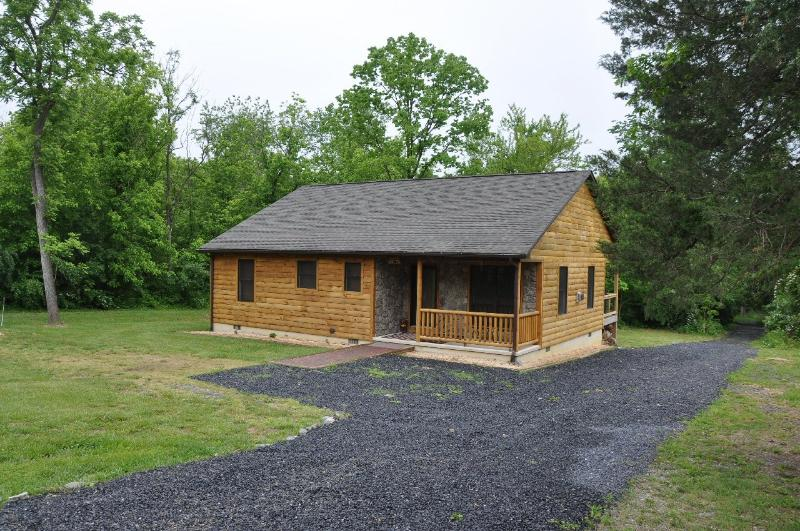 Lovely log cabin in the woods near the river - Bear Timbers Cabin - Rileyville - rentals