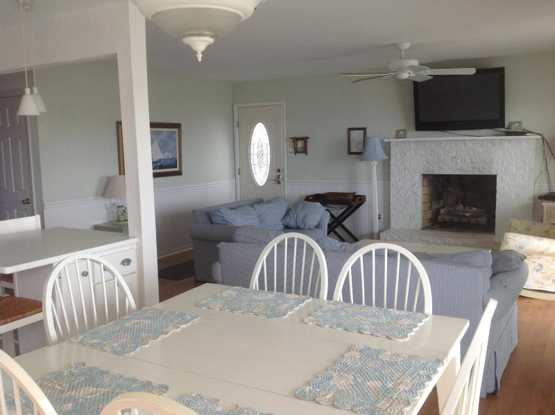 beach comfort and style - Ocean Front Dream Beach Cottage, Pets OK, Sleeps 9 - Ocean City - rentals