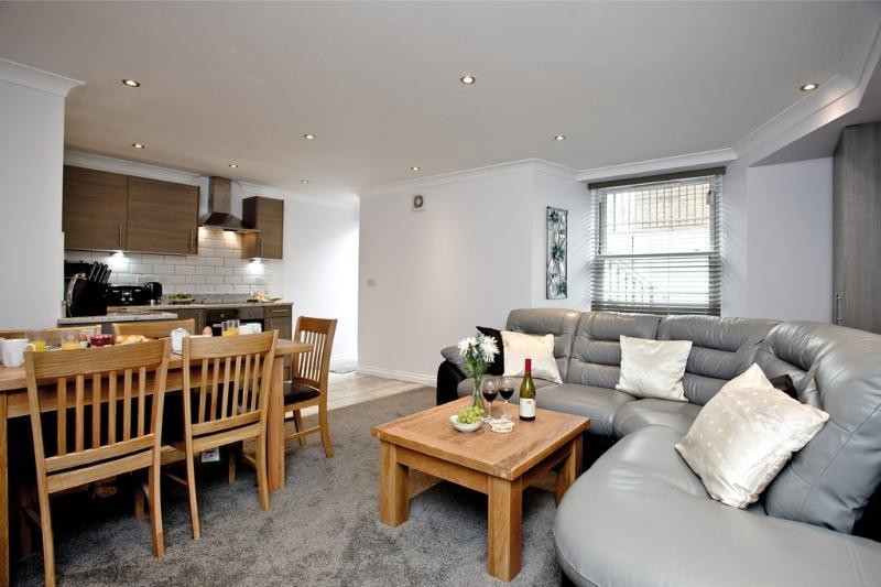 1 Austen's Apartments located in Torquay, Devon - Image 1 - Torquay - rentals