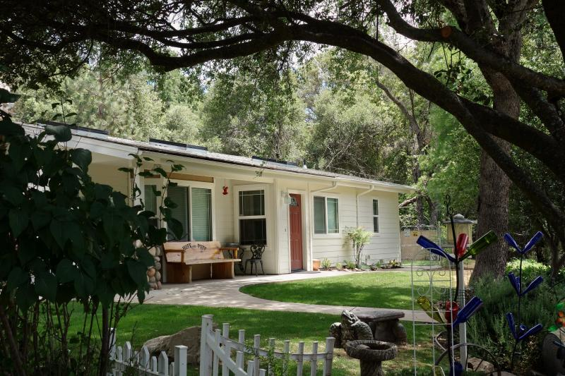 Huff and Puff Cottage - Sierra Mountain Comfort ~Secluded Family Perfect - Oakhurst - rentals