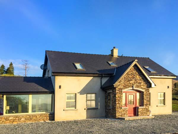 ARDMORE LODGE, detached, solid fuel stove, WiFi, garden, Castlecove and Sneem, Ref 925665 - Image 1 - Sneem - rentals