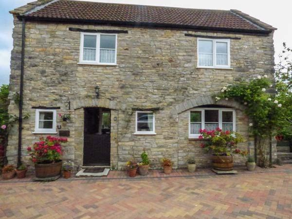 THE COACH HOUSE, country cottage, patio, pretty views, in Henton, Wells, Ref 930692 - Image 1 - Wells - rentals