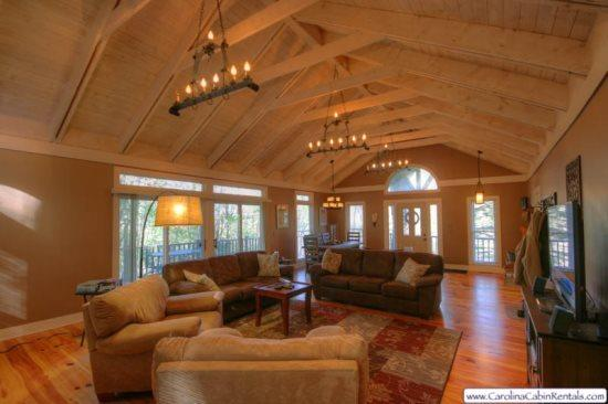 3BR Cabin, Big View of Grandfather Mountain, Flat Screen TVs, Wireless - Image 1 - Banner Elk - rentals