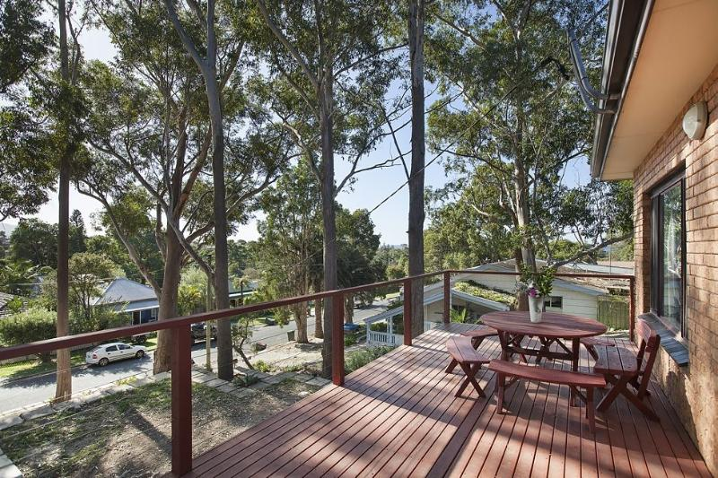 The Tree House By Sea - Woonona Beach - Image 1 - Woonona - rentals