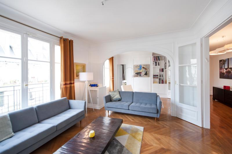 3 BD/2 BTH near Champ de Mars, Eiffel Tower & the Invalides - Image 1 - Paris - rentals