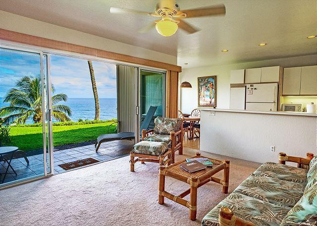 Livingroom - Pali Ke Kua #108: Stunning sunset and ocean view 1bdr/1bath condo! - Princeville - rentals