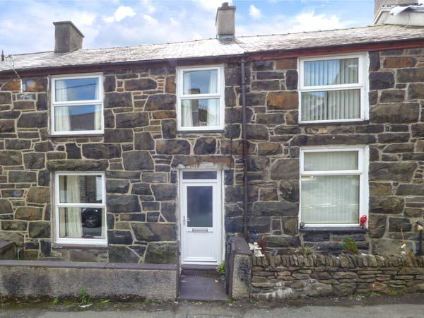 SNOWDONIA COTTAGE, pet-friendly cottage at foot of Snowdon, close amenities, ideal for touring, Llanberis Ref 928829 - Image 1 - Llanberis - rentals