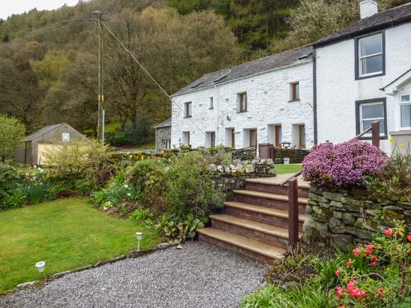 BRAMBLE COTTAGE, mid-terrace, all ground floor, front patio, in Thornthwaite, Keswick, Ref 936223 - Image 1 - Keswick - rentals