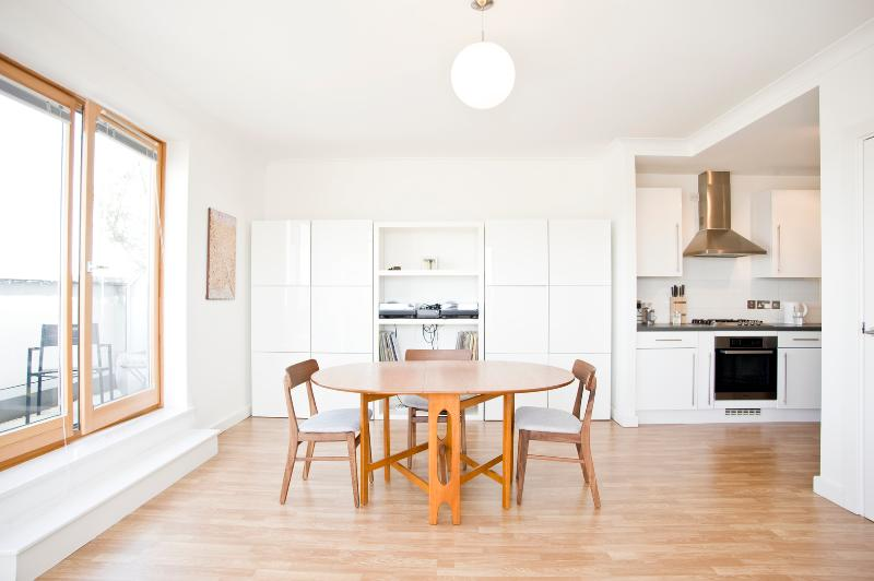 Two bedroom penthouse apartment in Islington - Southgate Road - Image 1 - London - rentals