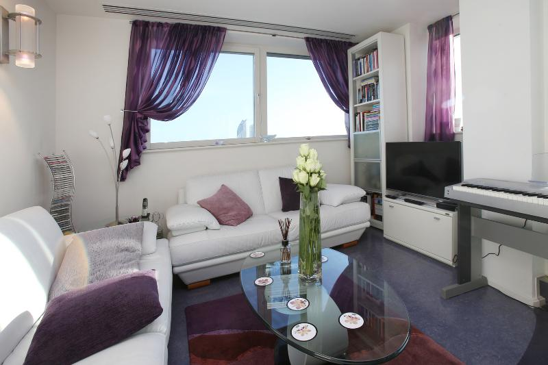 2 bed with panoramic views, Westminster Bridge Road, Westminster - Image 1 - London - rentals