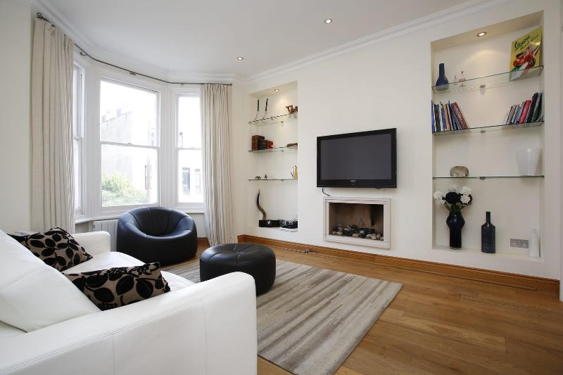 2 Bedroom Apartment - Fulham - Anselm Road - Image 1 - London - rentals