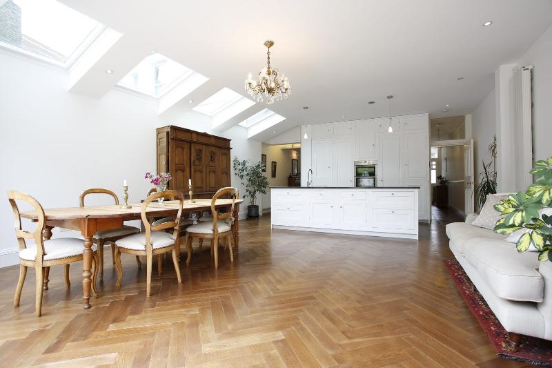 Divine 4 bed family home on Hotham Road, Putney - Image 1 - London - rentals