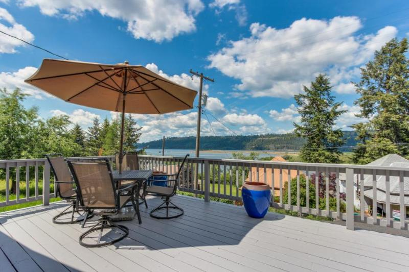 Dog-friendly cottage w/ sunny deck & lake view - nearby beach access! - Image 1 - Harrison - rentals