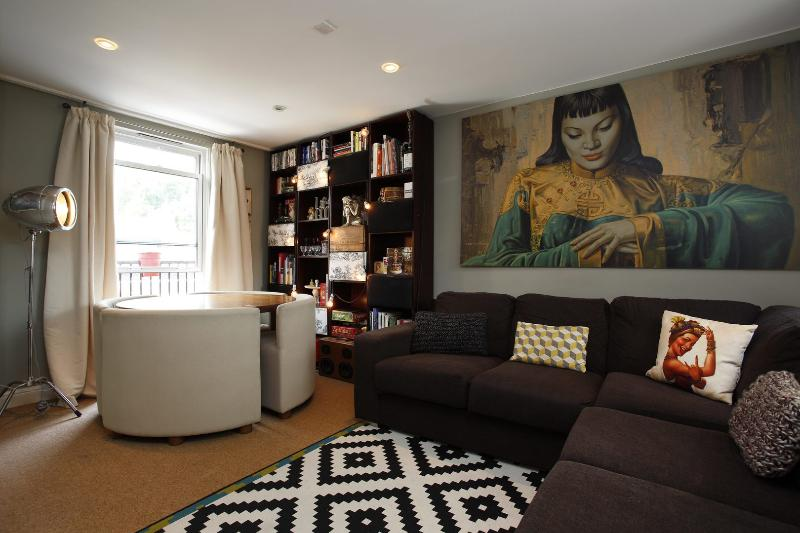 Eclectic 2 bed in central London - Starcross Street! - Image 1 - London - rentals
