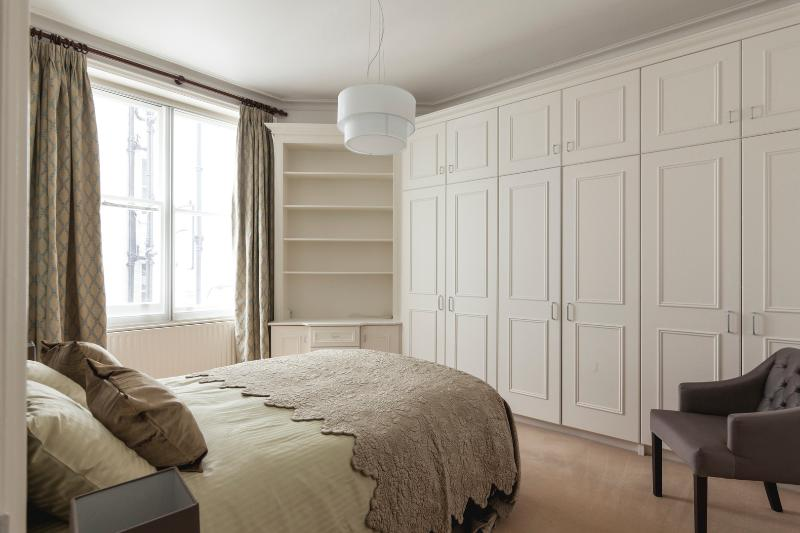 An immaculately finished four-bedroom apartment in the heart of Kensington. - Image 1 - London - rentals