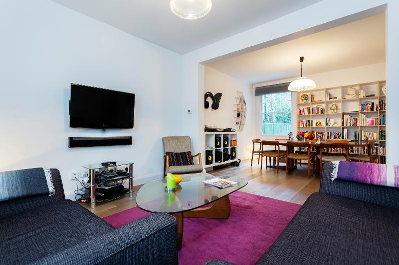 Modern and stylish 3 bed house, Vallance Road, Bethnal Green - Image 1 - London - rentals
