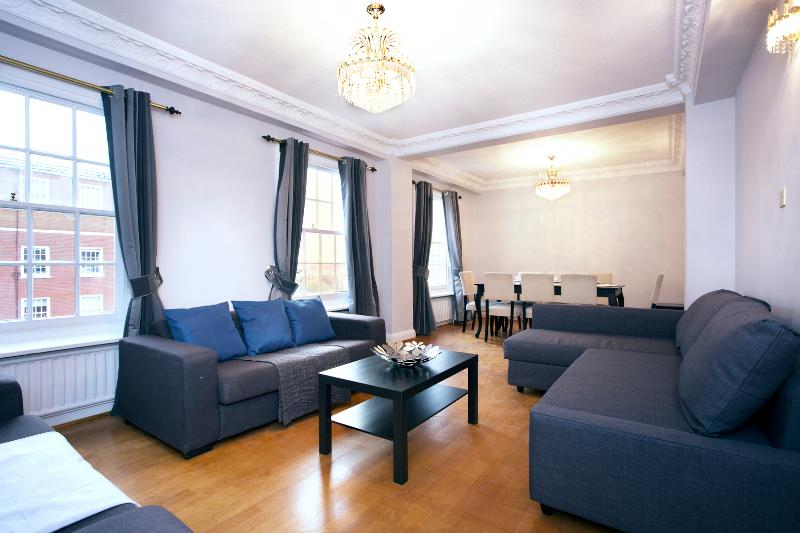 A smart four-bedroom apartment just two minutes from the tube. - Image 1 - London - rentals