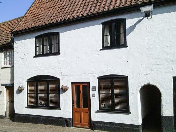 DAMGATE COTTAGE, family friendly, character holiday cottage in Wymondham, Ref 12426 - Image 1 - Wymondham - rentals