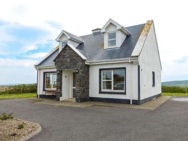 5 RINEVILLA VIEW, pet-friendly, sea views, open fire, en-suites, in Cross near Carriagholt, Ref. 27717 - Image 1 - Cross - rentals