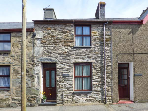 CONGL Y WAL, pet-friendly cottage with garden, woodburner, parking, in Manod near Blaenau Ffestiniog, Ref 28581 - Image 1 - Blaenau Ffestiniog - rentals
