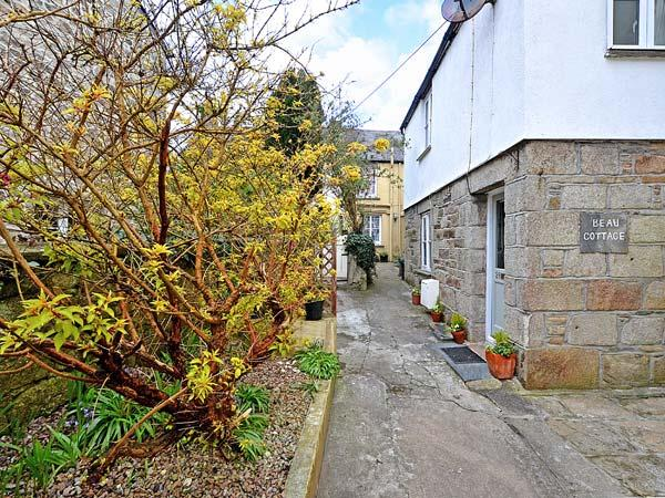 BEAU COTTAGE village centre, courtyard garden in Saint Columb Major Ref 29484 - Image 1 - Saint Columb Major - rentals