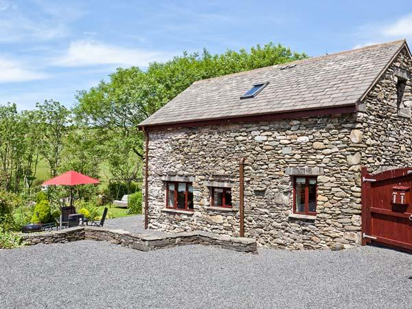 WOODSIDE BARN, family friendly, luxury holiday cottage, with a garden in Pennington Near Ulverston, Ref 3735 - Image 1 - Pennington - rentals
