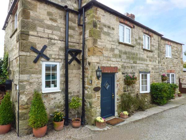 AMBERLEY COTTAGE, woodburning stove, enclosed garden, close to town's amenities in Masham Ref 904781 - Image 1 - Masham - rentals
