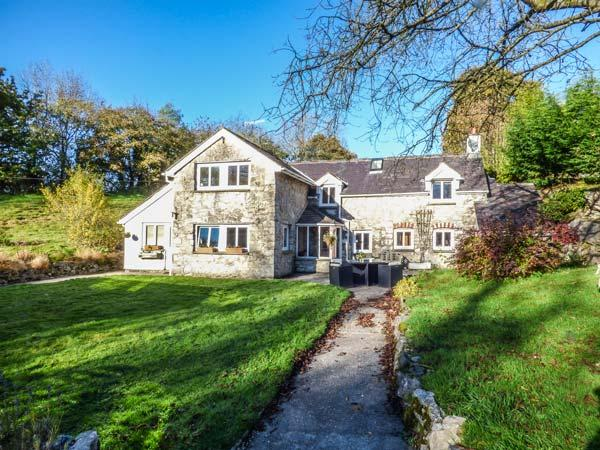 TYN Y CELYN, detached cottage, five bedrooms, two woodburners, two acres of meadows, Mold, Ref 919216 - Image 1 - Mold - rentals