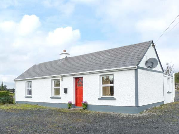 DOOGARA COTTAGE, single-storey, detached, open fire, off road parking, garden, in Ballaghaderreen, Ref 921487 - Image 1 - Ballaghaderreen - rentals