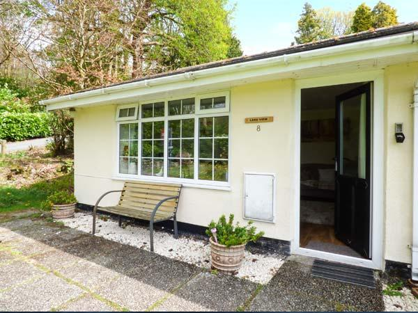 LAKE VIEW COTTAGE, terraced bungalow, close to lake, parking, in Windermere, Ref 921664 - Image 1 - Troutbeck Bridge - rentals