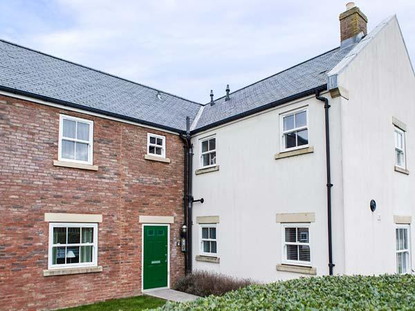 DENBY RETREAT, first floor apartment, WiFi, dog-friendly, on-site facilities - Image 1 - Filey - rentals
