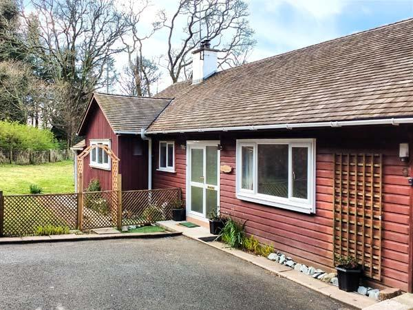 CRAIGLURE, pet-friendly, country holiday cottage, with a garden, in Gatehouse - Image 1 - Gatehouse of Fleet - rentals