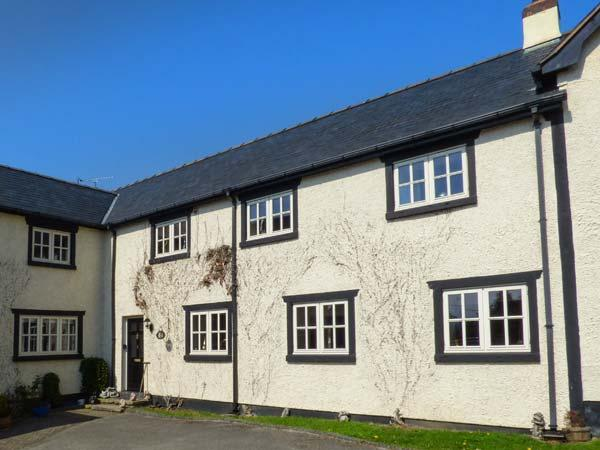 3 SUMMERHILL COURT, woodburner, free-standing bath, enclosed garden, family and pet-friendly, in Tremeirchion, Bodfari, Ref 932033 - Image 1 - Bodfari - rentals