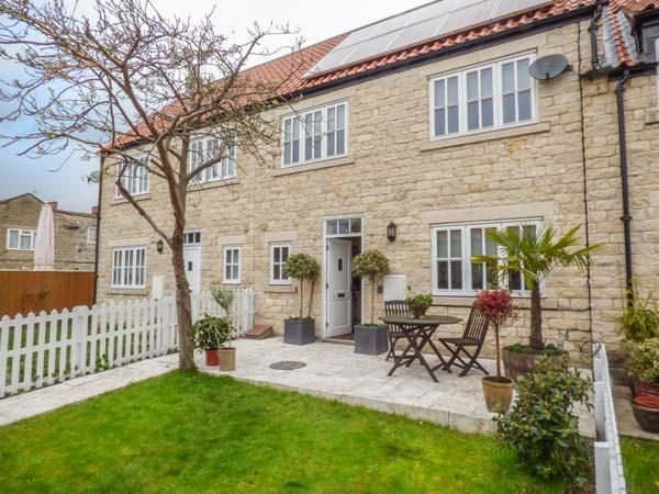 MEWS COTTAGE stone-built, town amenities,near walks, cycling, WiFi in Helmsley Ref 933163 - Image 1 - Helmsley - rentals